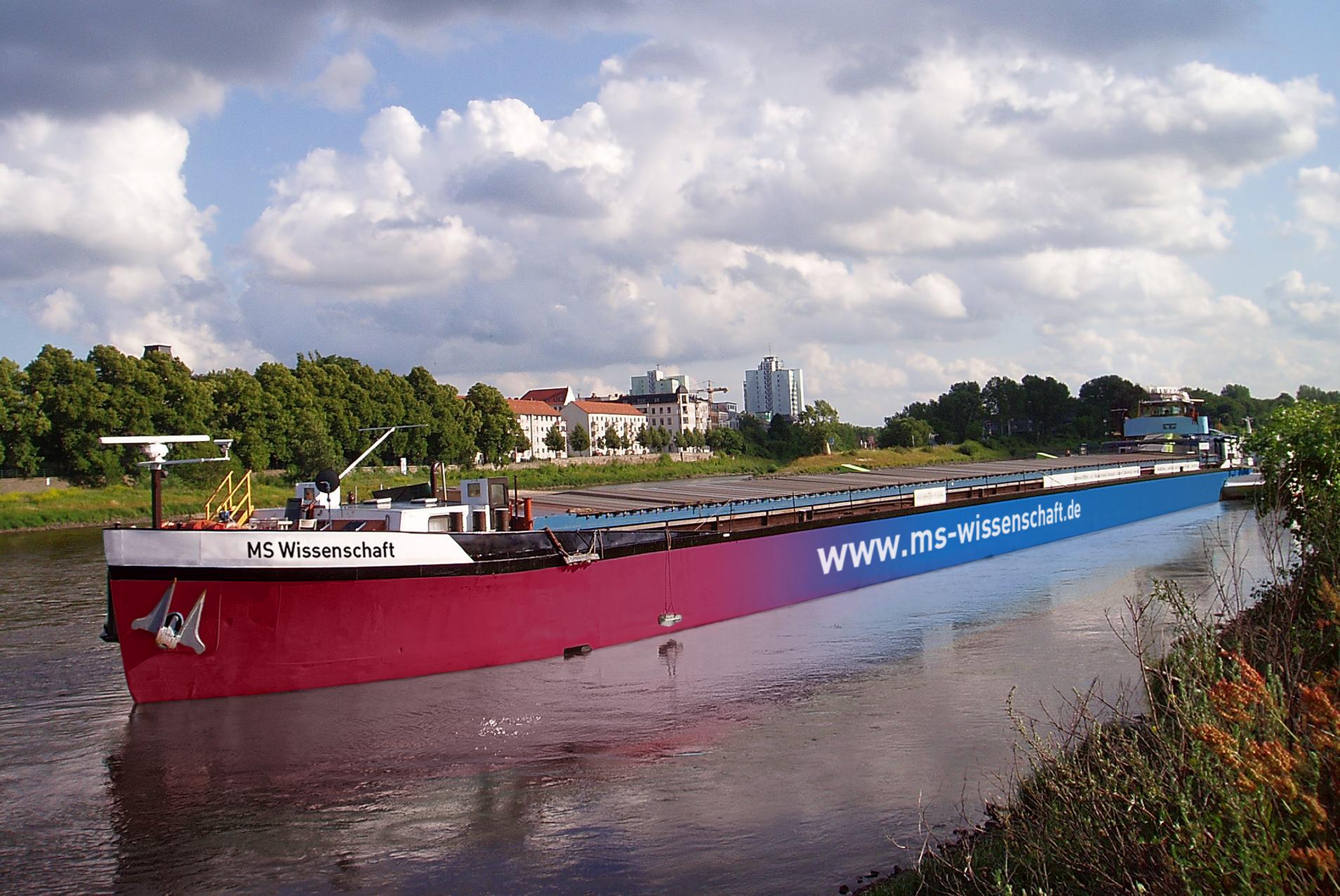 MS Wissenschaft legt im Dortmunder Hafen an