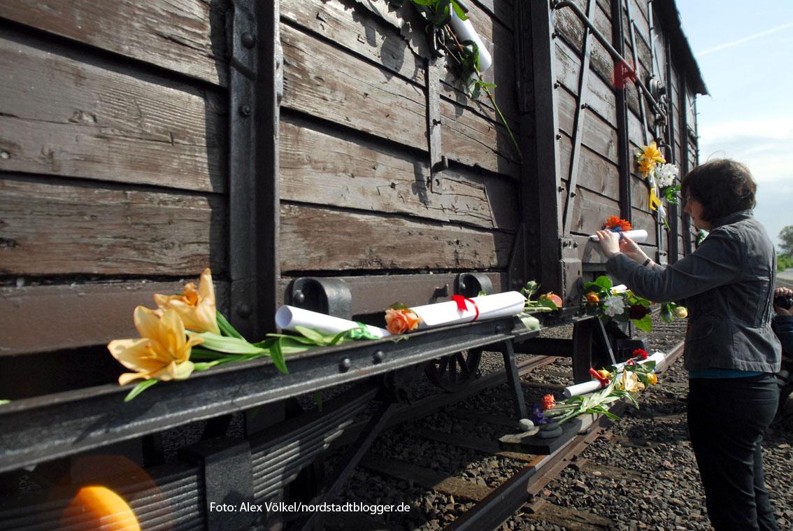 """Dortmunder Jugendliche begleiteten den """"Zug der Erinnerung"""" im Jahr 2008 nach Auschwitz. In diesem Jahr wollen Dortmunder nach Westerbork und Sobibór. Archivbild: Alex Völkel"""