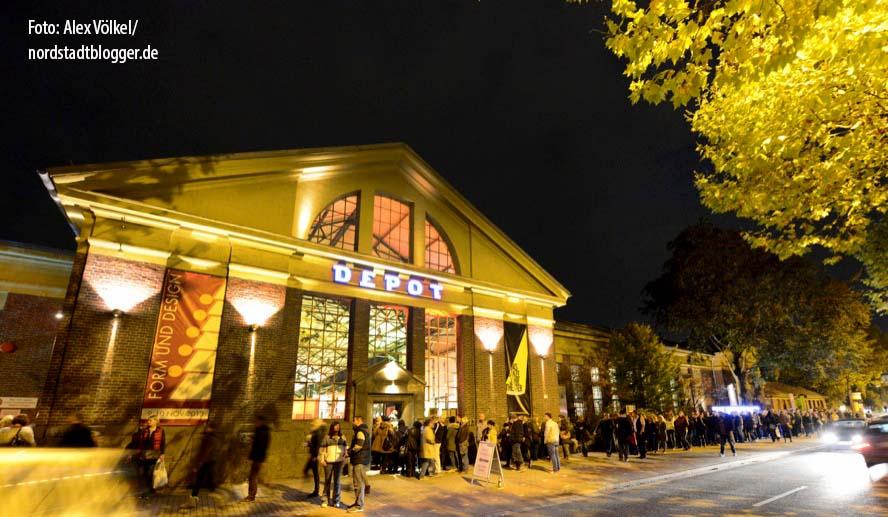 Nachtflohmarkt im DepotDie Nachtflohmärkte im Dortmunder Depot erfreuen sich bereits seit zehn Jahren größter Beliebtheit. Zu Jubiläum gibt es für die Gäste zahlreiche besondere Überraschungen. Foto: Alex Völkel