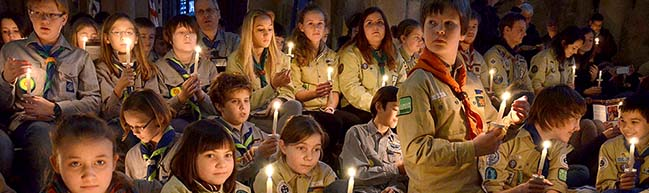 Rund 1.000 Pfadfinderinnen und Pfadfinder feierten Aussendungsfeier für das Friedenslicht aus Bethlehem