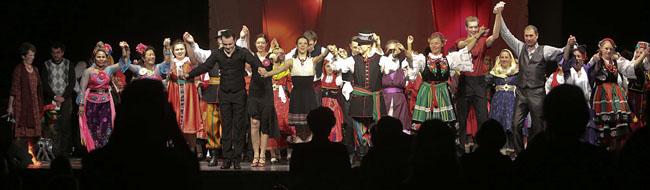 Folkloretänzerinnen und -tänzer begeistern mit ihrem Tanzstück Suburbian Ballad im Dietrich-Keuning-Haus