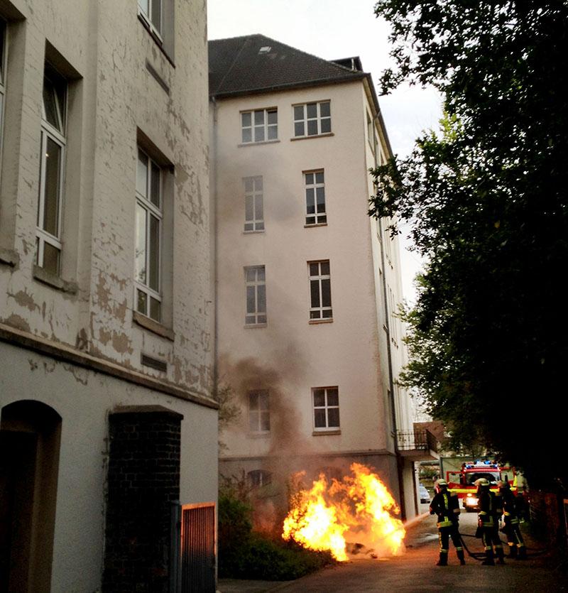 Aus Der Reinerzaustraße Gibt Es Schon Anträge Zur: Die 112 Ist Immer In Bereitschaft: Brennende Häuser, Mord