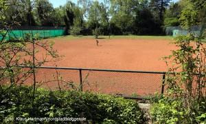 Hoeschpark, ungenutzter Tennisplatz