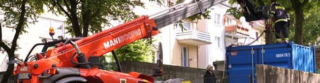 """Fotogalerie: Feuerwehreinsatz im Bürgergarten """"Kleine Heroldwiese"""" – Container installiert"""