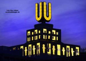 Der U-Turm am Abend in schwarz-gelb. Das Brauereirelikt ist ein Dortmunder Wahrzeichen. Foto: Alex Völkel
