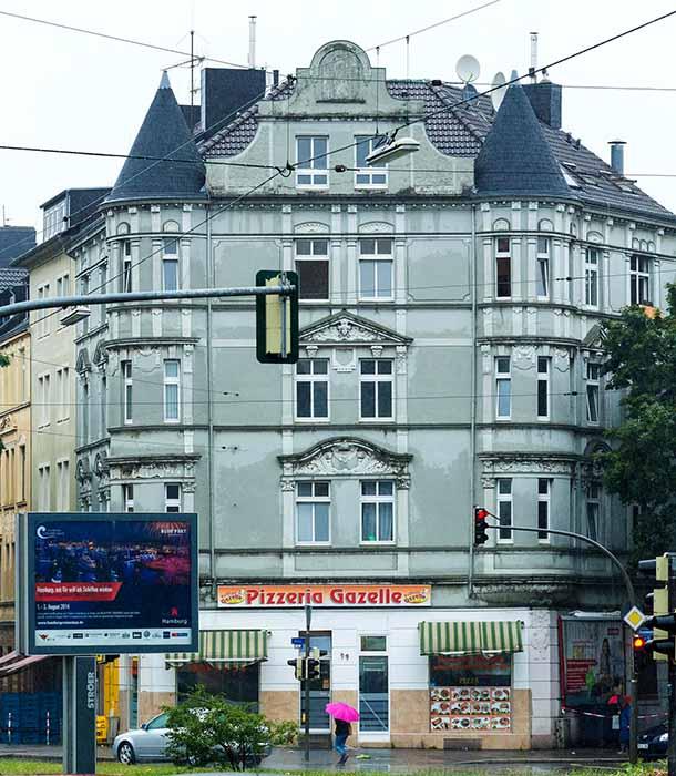 Die Julius Ewald Schmitt Grundstücksgesellschaft bR saniert das ehemalige Problemhaus an der Bornstraße 99. Foto: Lutz Kampert.
