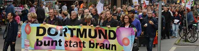 Ein gewaltfreies Zeichen gegen Neonazis: Demozug vom Dortmunder U bis zum Wilhelmplatz in Dorstfeld