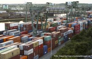 Hafenspaziergang 2014. Blick auf den Containerterminal vom Turm des Hafenamtes