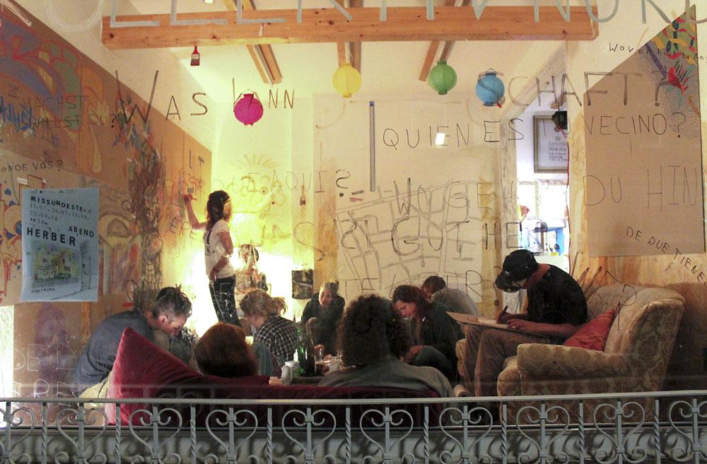 """""""Herbe Kunst"""" im Kollektiv-Nord in der Missundestraße. Foto: Lia Lenz"""