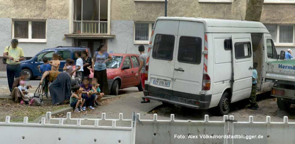 Willkommen in Dortmund? Roma aus Frankreich kommen in der Mallinckrodtstraße an. Foto: Alex Völkel