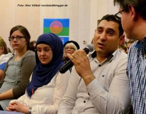 """Völlig überfüllt war der Große Saal der Auslandsgesellschaft, wo am Donnerstagabend eine Podiumsdiskussion zum Start von """"Djelem Djelem"""" stattfand."""