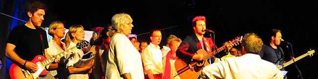 Sixpack im Wichern: Gänsehaut beim Konzert von Indiepop-Band Chester mit dem CantaStrophen-Chor