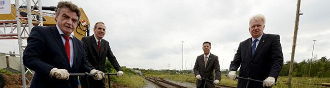 Symbolischer Spatenstich für ein millionenschweres Logistikprojekt am Dortmunder Hafen