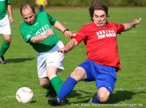 Fußballturnier der Religionen, Anstoß zum Dialog, im Hoeschpark. Spiel Pfarrer gegen Imame endet 4 : 2
