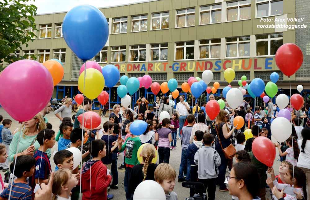 Nordmarkt-Grundschule - Ballonstart zum Roma-Festival Djelem Djelem