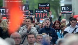 Während einer SPD-Veranstaltung mit Martin Schulz in Dortmund gab es Proteste gegen das Freihandelsabkommen TTIP. Foto: Alex Völkel