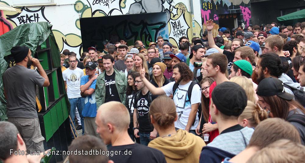 Adler-Backyard-Jam in der Adlerstraße 59. Der Rapper Neno auf der Bühne