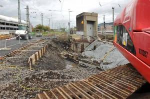 Der erste Startschacht für die Erweiterung der Stadtbahnhaltestelle unter dem Dortmunder Hauptbahnhof wird am 22.Oktober 2014 im Bereich des Bahnsteigs für die DB-Gleise 26 und 31 abgeteuft. Die eigentlichen Bauarbeiten zur Verbreiterung der Bahnsteige werden unterirdisch vorgetrieben.