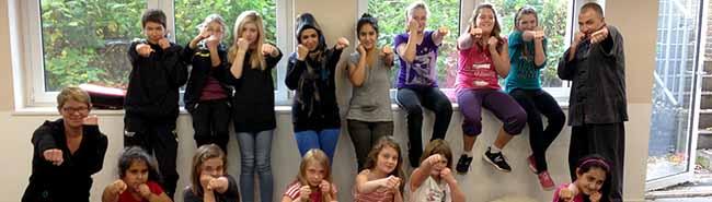 """Samstag gibt es die Fotoaktion """"Raise your hands"""" zum Internationalen Mädchentag an der Reinoldkirche"""