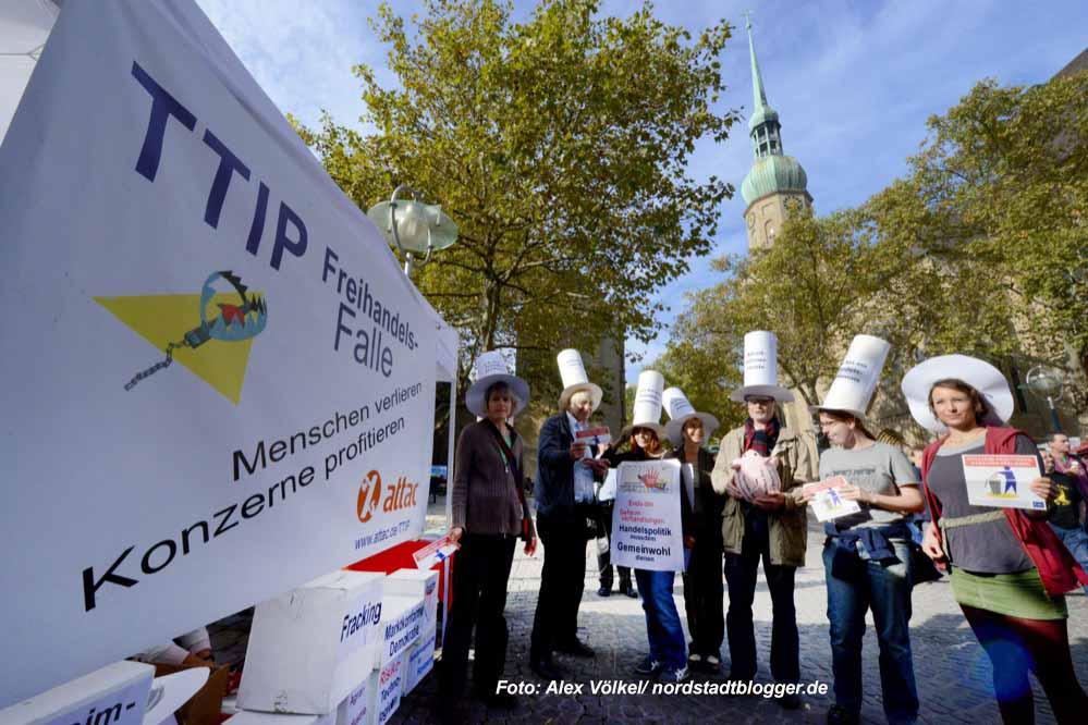 Auch ATTAC beteiligte sich am Aktionstag gegen TTIP/CETA. Fotos: Alex Völkel