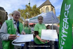 Auch Greenpeace sammelt Unterschriften gegen TTIP/CETA.