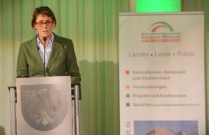 Bürgermeister Birgit Jörder überbrachte die Grüße der Stadt und lobte die Arbeit.