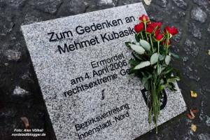 Das Bündnis gegen rechts hatte eine Tour zu den Stolpersteinen und dem Gedenkstein für Mehmet Kubasik gemacht.
