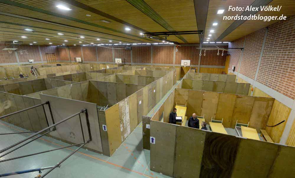Die Brügmann-Sporthallen sind am Montag zur Notunterkunft für Flüchtlinge umfunktioniert worden.