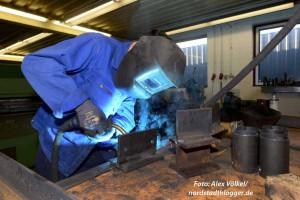 Der junge Flüchtling macht bei Viet Metallbau seine Ausbildung.