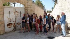 In Israel besichtigt die Gruppe Tel Aviv, Haifa und Jerusalem.