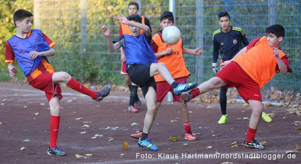 BuntKicktGut-Abschlussveranstaltung 2014. Finale U16, FC Dortmund, blaue Trikots, gewinnt gegen Tarabt & Co mit 3:1