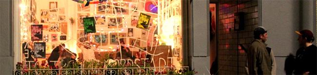 """Das Ladenlokal des Kollektivs. Hier während der Veranstaltung """"Blöfferei""""."""