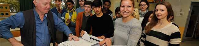 Nordstadt: Die Schule am Hafen bekommt hochwertige Drucker und die Patenkinder eine Nikolaus-Überraschung
