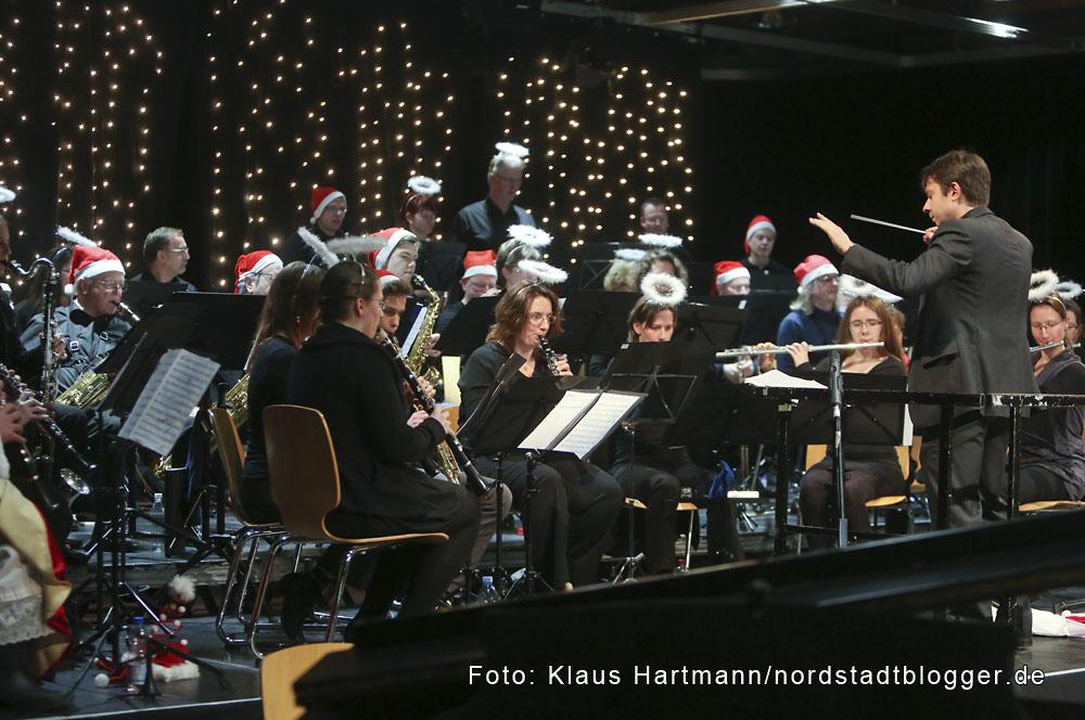 """Musik im Advent mit Verleihung der Engel der Nordstadt im Dietrich-Keuning-Haus. Bläserorchester """"AufWind"""""""