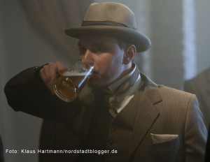 Letzte Dreharbeiten zum Film: Am Borsigplatz geboren, Franz Jacobi und die Wiege des BVB am Originalschauplatz. Neben den Requisiten sind auch die Kostüme der Zeit nachempfunden