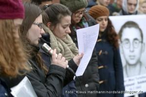 Stolpersteine, Erinnerung an die Ermordeten im Nationalsozialismus wurden in der Nordstadt verlegt. Stolpersteine in der Heiligegartenstraße erinnern an die Familie Turteltaub. Schülerinnen der Droste Hülshoff-Reaschule aus Kirchlinde