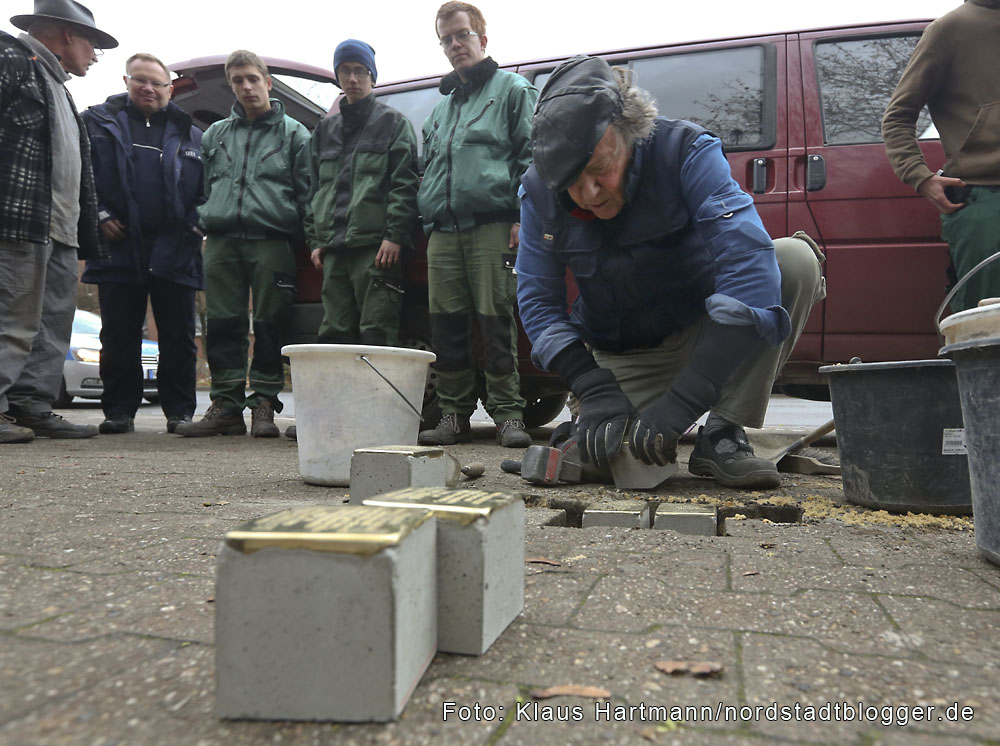 Stolpersteine, Erinnerung an die Ermordeten im Nationalsozialismus wurden in der Nordstadt verlegt. Künstler und Initiator Gunter Demnig