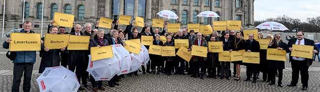 """Aktionsbündnis protestiert in Berlin: 50 Oberbürgermeister fordern einen """"Kommunalen Rettungsschirm"""""""