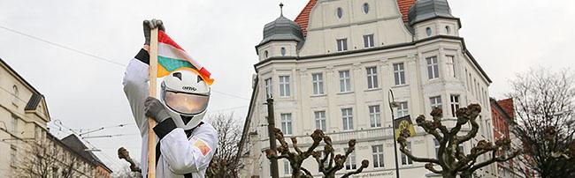 """""""Du bist Borsig"""": Ein Kosmonaut nimmt den Borsigplatz symbolisch für die Bewohner der Nordstadt in Besitz"""