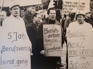 Willi Hoffmeister, ehemaliger Betriebsrat Hoesch und Urgestein des Ostermarsch Ruhr. Archivfotos aus seinem Leben. Protest gegen Berufsverbote 1975, Hoffmeister, rechts