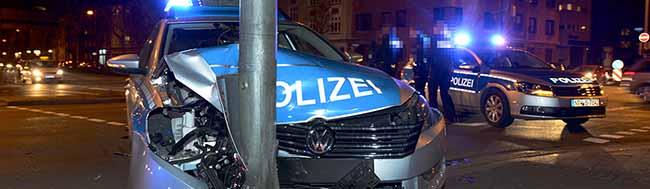 Einsatzfahrt der Polizei durch die Nordstadt endete vor einem Ampelmast – Beifahrer erlitt Kopfverletzungen