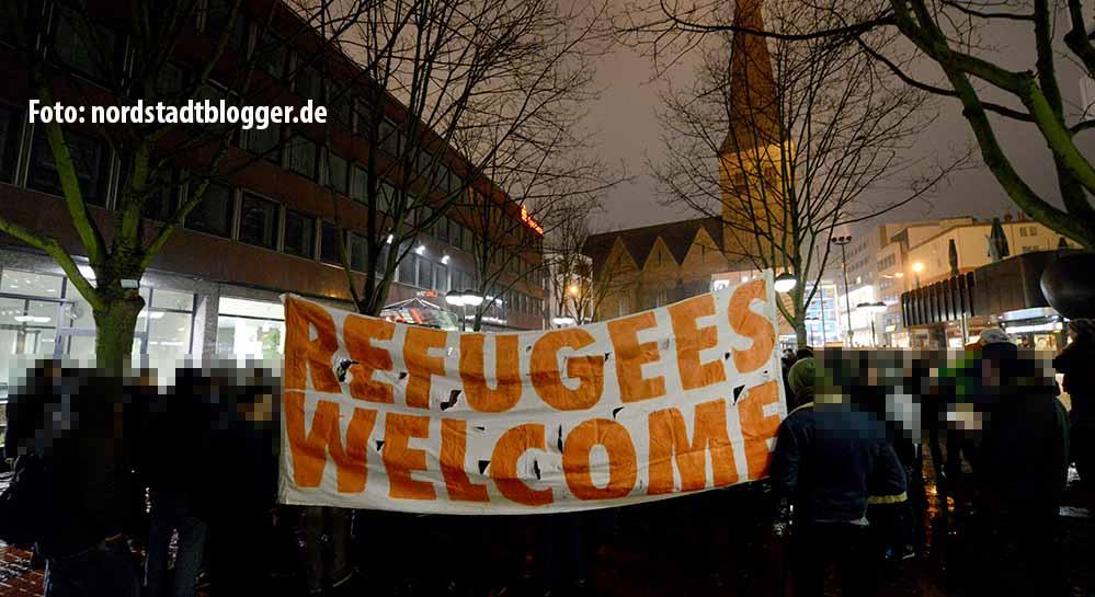 Ein Zeichen für Willkommenskultur und gegen Rechtsextremismus setzten Dortmunder am Samstagabend in der City.