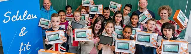 schlau & fit: Sechstklässler der Schule am Hafen bekommen 30 Tablets zur Verbesserung der Medienkompetenz