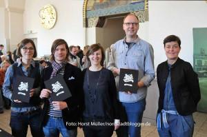 """Stephan Schwabe (2.v.l.) und das Team fürs ein Kochbuch """"Nordstadt kocht"""". Anne Weibert machte den Text,  Judith Rüther  die grafische Gestaltung. Ansgar Wortmann von der """"Tafel""""  und Andrea Schmidt vom Verlag Kettler."""