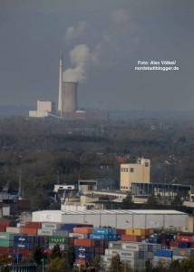 Der Blick über den Dortmunder Hafen bis zum  Kraftwerk Knepper.