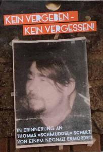 """""""Kein Vergeben - Kein Vergessen"""" ist das Motto der Antifa zur Erinnerung an die Ermordung von Thomas """"Schmuddel"""" Schulz."""