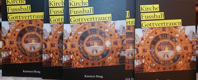 """Bewegender BVB-Gottesdienst am Borsigplatz als Rahmen für die Buchvorstellung """"Kirche – Fußball – Gottvertrauen"""""""