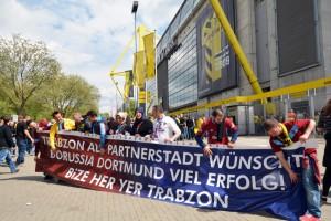 Beim Spiel gegen Hertha drückten die Teilnehmer dem BVB die Daumen. Foto: Thomas Kampmann