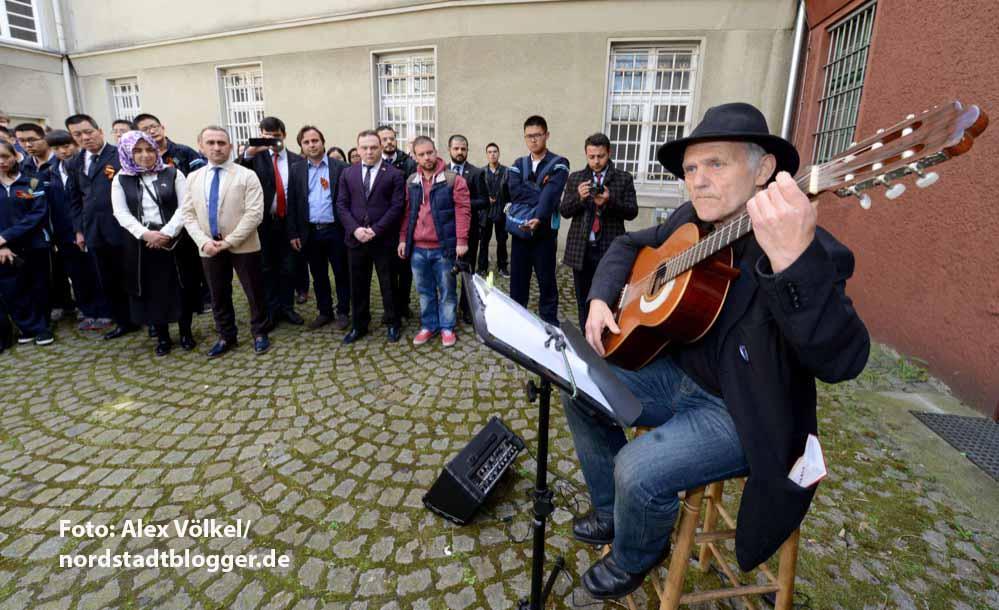 Im Rahmen der Internationale Demokratietage gab es im Hof der Steinwache eine Feier zum Gedenken an die Opfer des Nazi-Terrors.