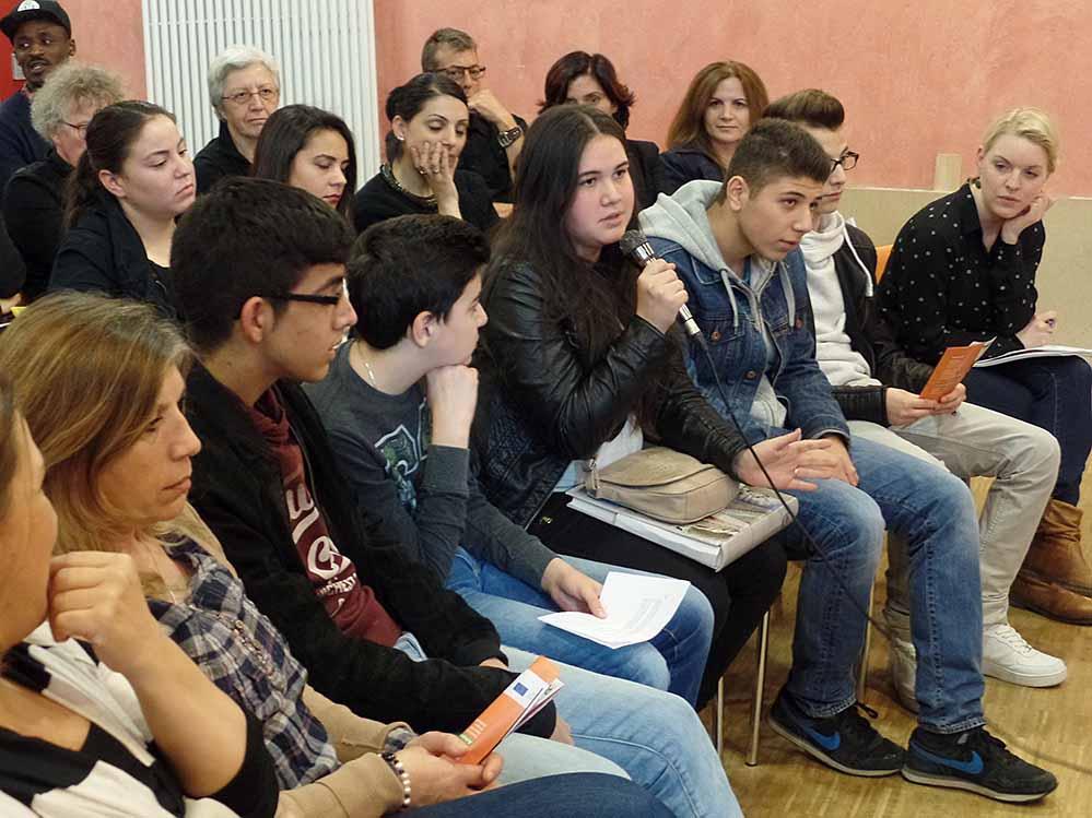 Auf großes Interesse stieß die Diskussionsveranstaltung im Jugendtreff Stollenpark.
